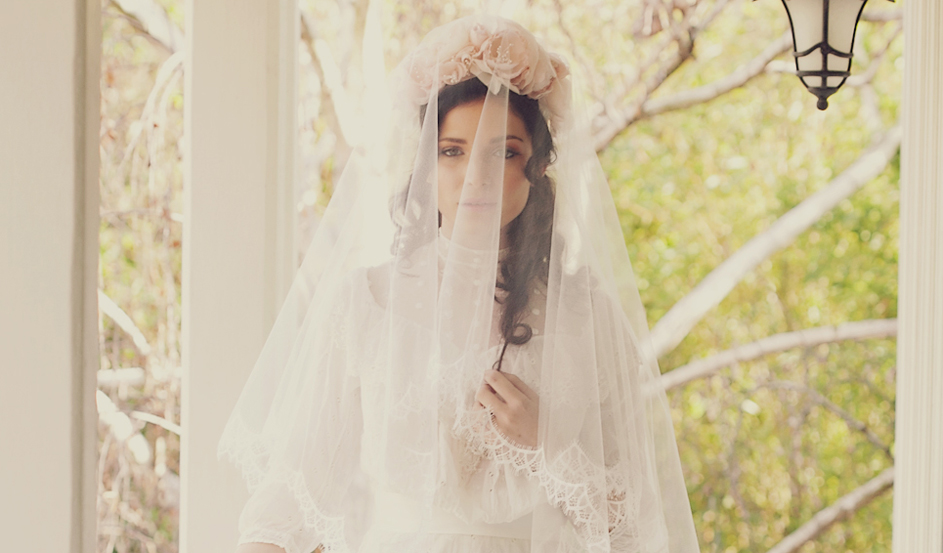Soft scallop lace handkerchief veil