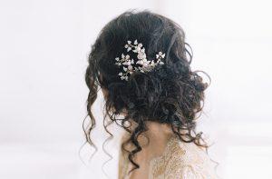 SASSAFRAS ENAMELED LEAF BRIDAL HAIR BROOCH