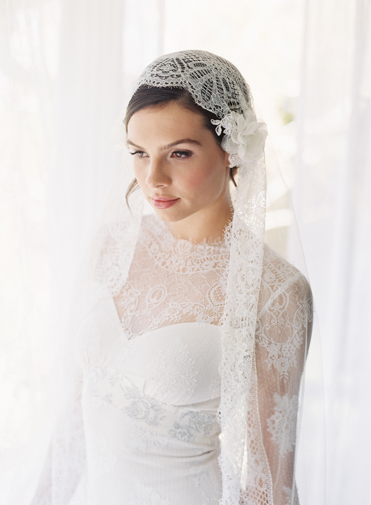 DAPHNE SILK TULLE CHANTILLY LACE DROP VEIL