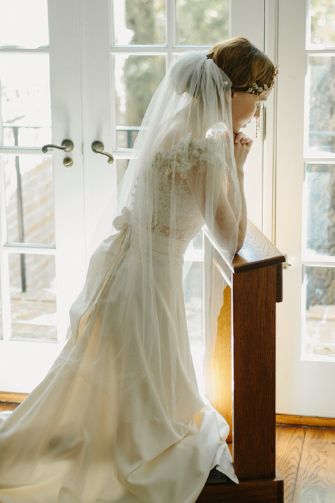 Simple cut edge bridal veil